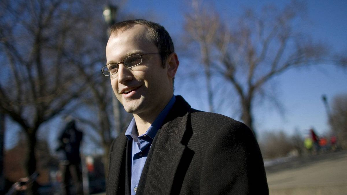 Mike Layton, son of Jack Layton and a new Toronto councillor, has asked City Council to condemn an article in MacLean's.