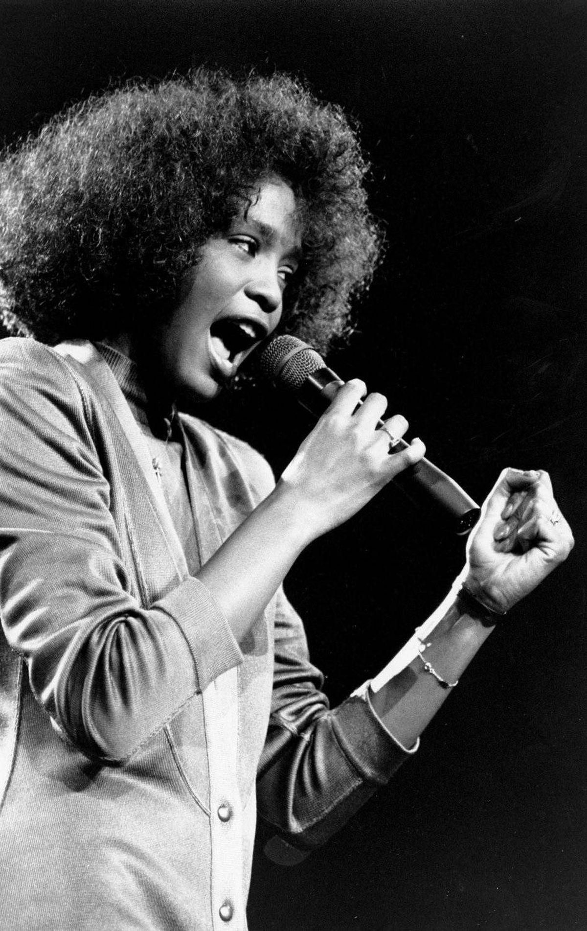 Whitney Houston belts out a song during her segment of a benefit concert at Boston Garden on May 10, 1986.