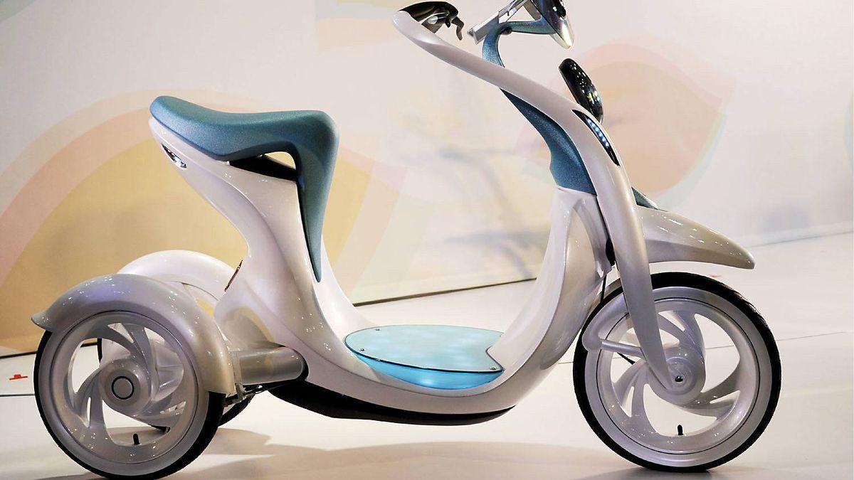 Yamaha EC-Miu three-wheeled electric motorcyle.