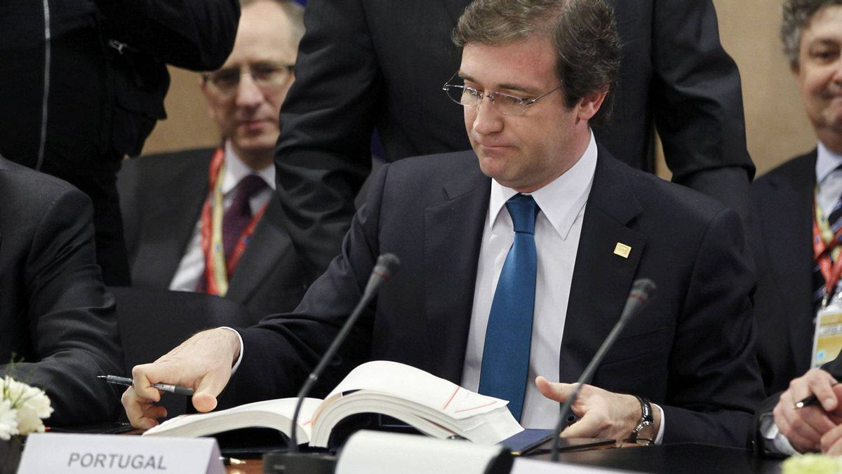 "Portugal's Prime Minister Pedro Passos Coelho signs a ""fiscal compact"" enshrining common debt rules among the 17 members of the euro zone during a European Union leaders summit in Brussels March 2, 2012 ."