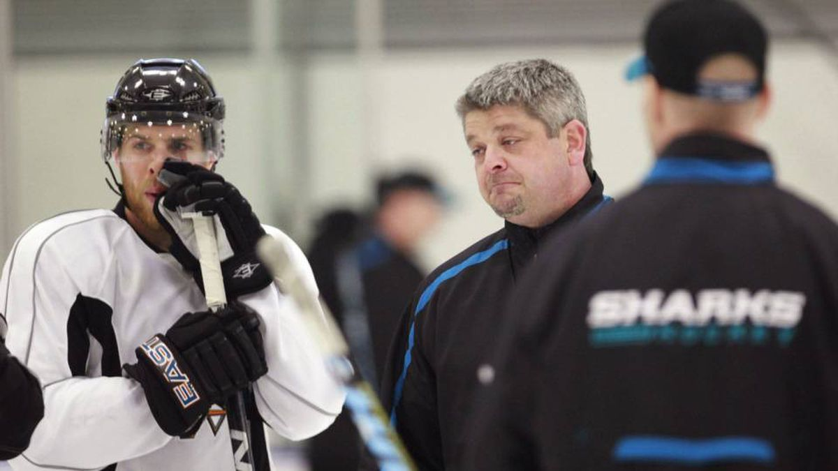 San Jose Sharks coach Todd McLellan, right, talks with center Joe Pavelski, left, and other players during practice Monday, May 17, 2010, in San Jose, Calif., for the NHL hockey Western Conference finals. The Chicago Blackhawks lead the series 1-0.