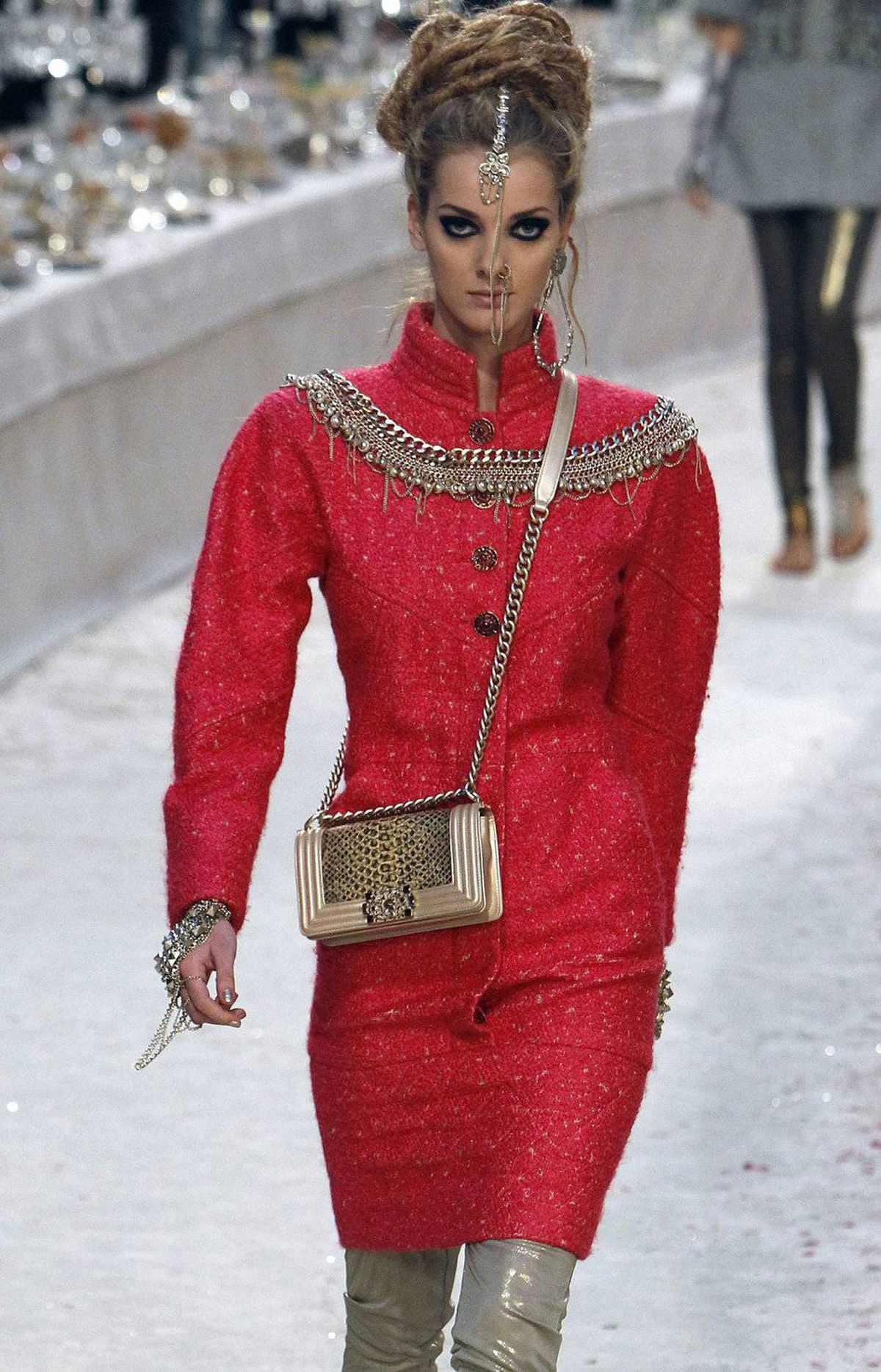 What would an homage to India be without a burst of colour. Used sparingly, bold red, hot pink and just a tad of teal kept the focus on materials and silhouette. These liquid metallic leggings appeared frequently under structured jackets and dresses.