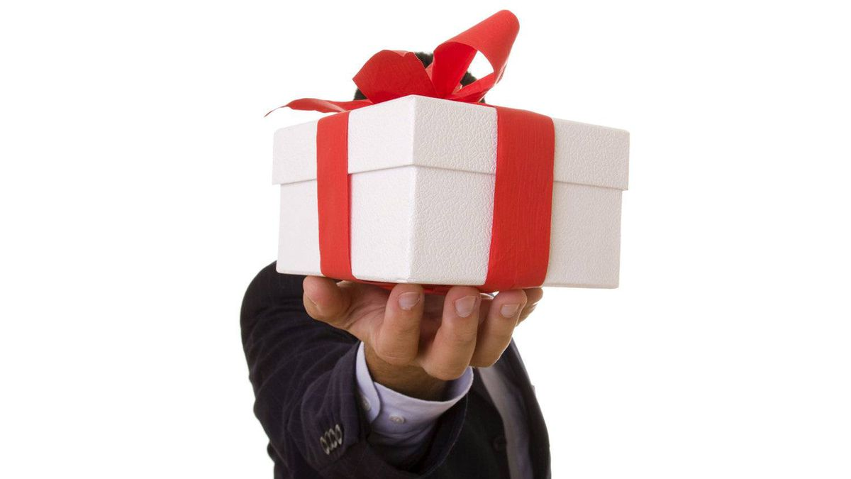 """At this time of year, small and medium-sized companies are looking for ways to say """"thank you."""" But whether you've got the budget for an elaborate holiday plan or are hoping to do a lot with very little, you can show your appreciation by infusing some extra care into your gift-giving."""
