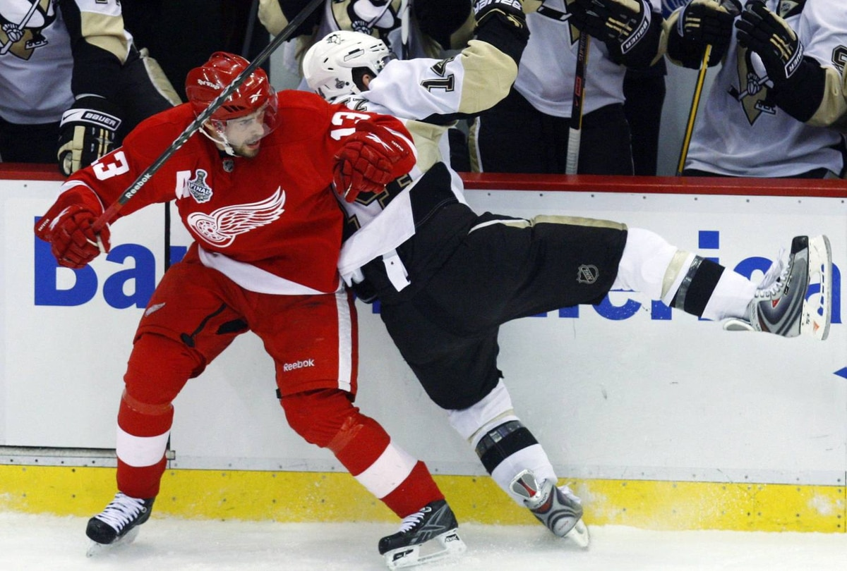 Pavel Datsyuk returned to the Detroit lineup, letting Chris Kunitz know his injured foot felt fine.