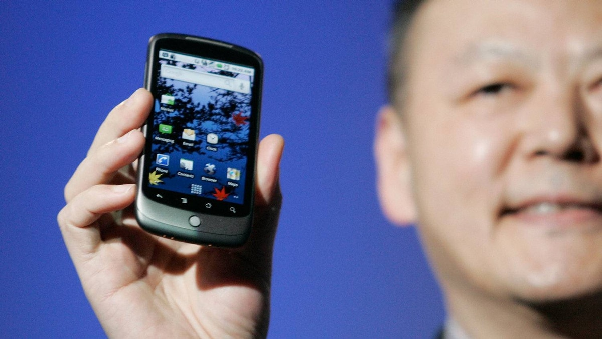 Peter Chou, CEO of HTC, holds the Google Nexus One smartphone