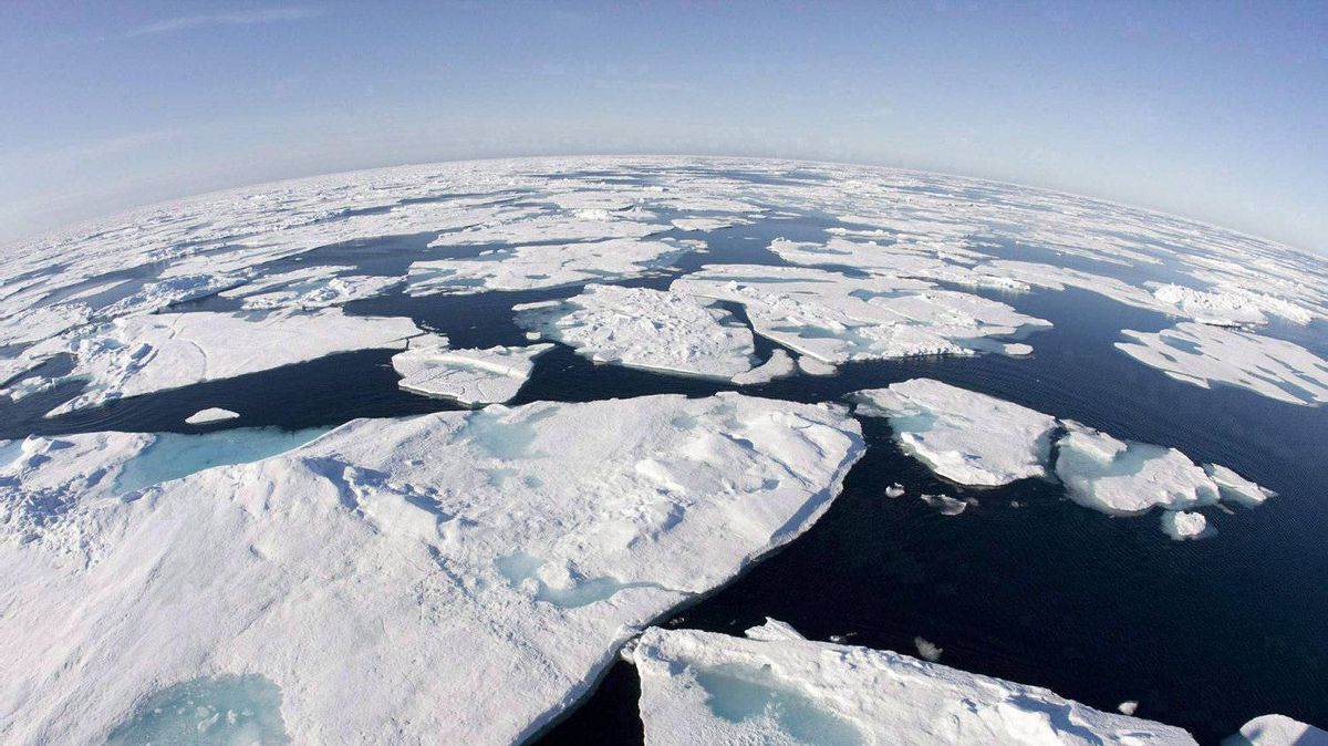 Ice floes float in Baffin Bay above the Arctic circle from the Canadian Coast Guard icebreaker Louis S. St-Laurent on July 10, 2008.