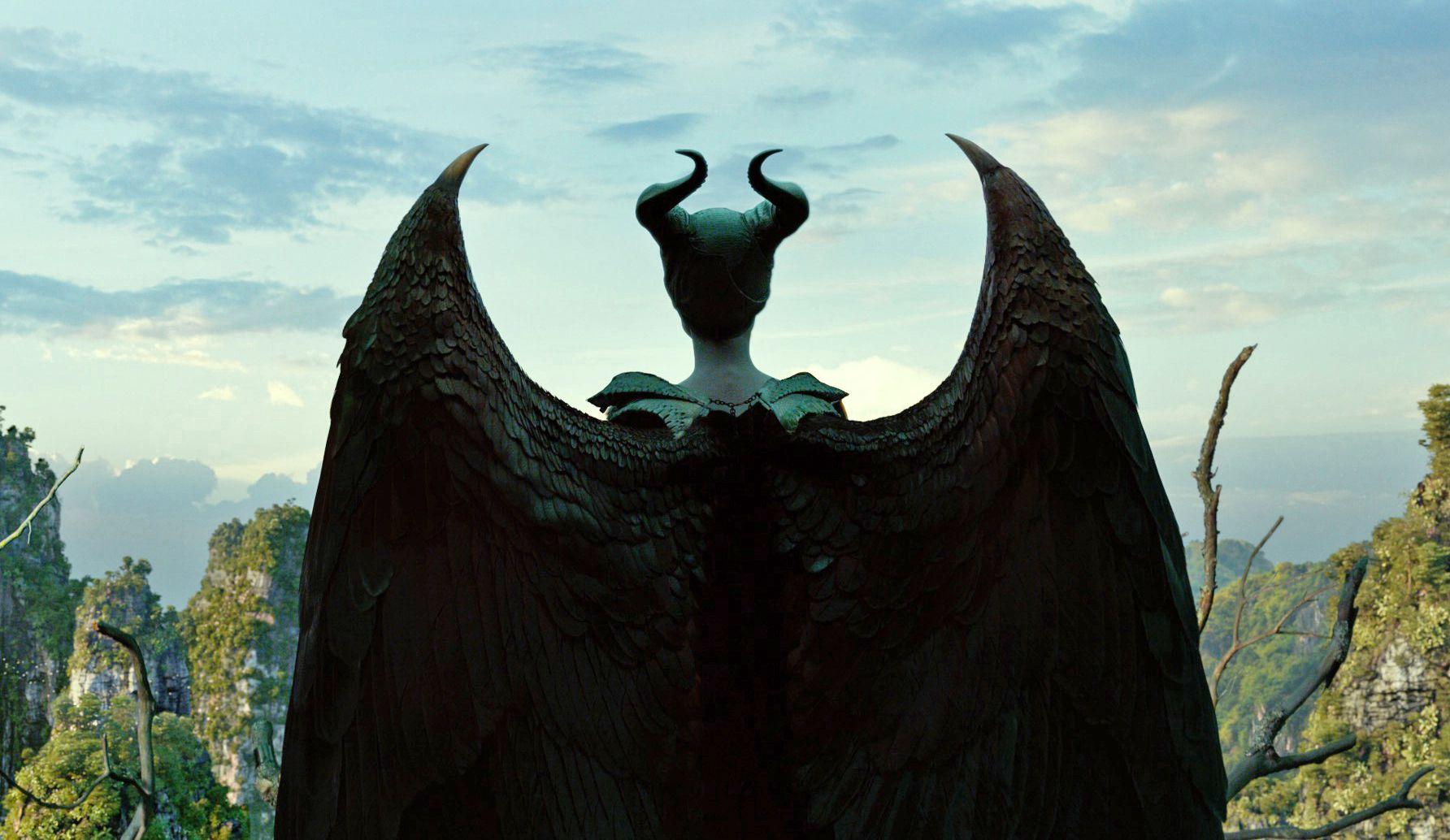 Review Disney S Meet The Fockers Esque Maleficent Mistress