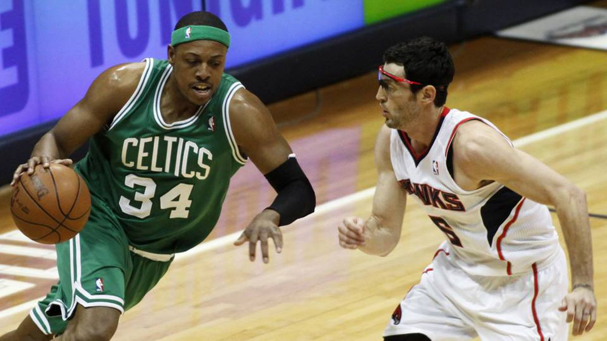 Boston Celtics forward Paul Pierce drives against Atlanta Hawks guard Kirk Hinrich in the first half of their NBA Eastern Conference playoffs basketball game in Atlanta on Tuesday.