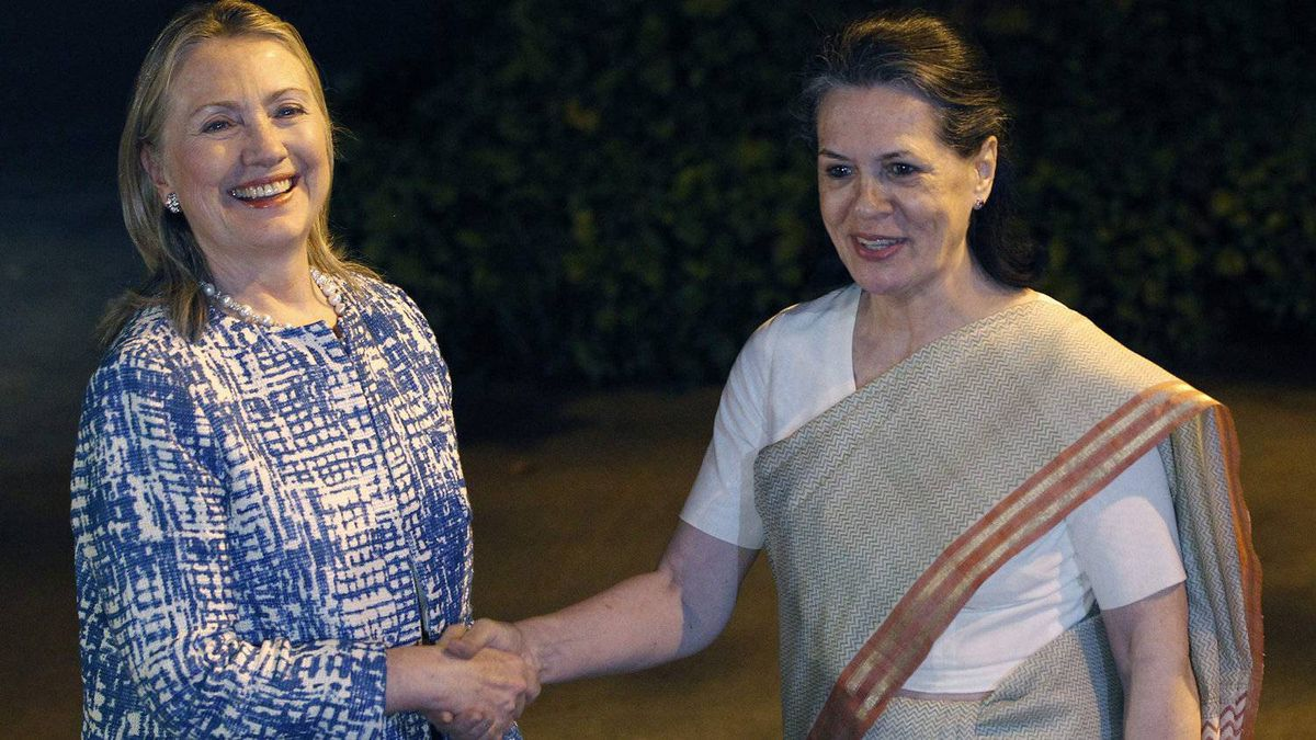 U.S. Secretary of State Hillary Clinton (L) meets with India's Chief of India's ruling Congress party Sonia Gandhi in Delhi May 7, 2012.