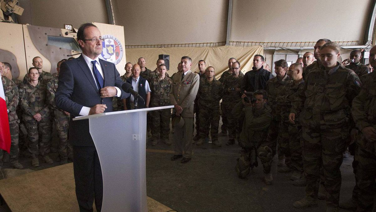 France's President Francois Hollande gives a speech to French soldiers during a visit to a military base in Kapisa where a large number of French combat troops are stationed in Afghanistan on May 25, 2012.