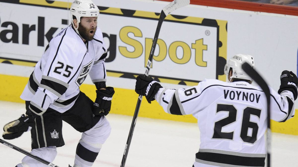 Los Angeles Kings left wing Dustin Penner (25) celebrates his game winning overtime goal over the Phoenix Coyotes with teammate Slava Voynov during Game 5 of the NHL Western Conference hockey finals in Glendale, Arizona, May 22, 2012. REUTERS/Todd Korol