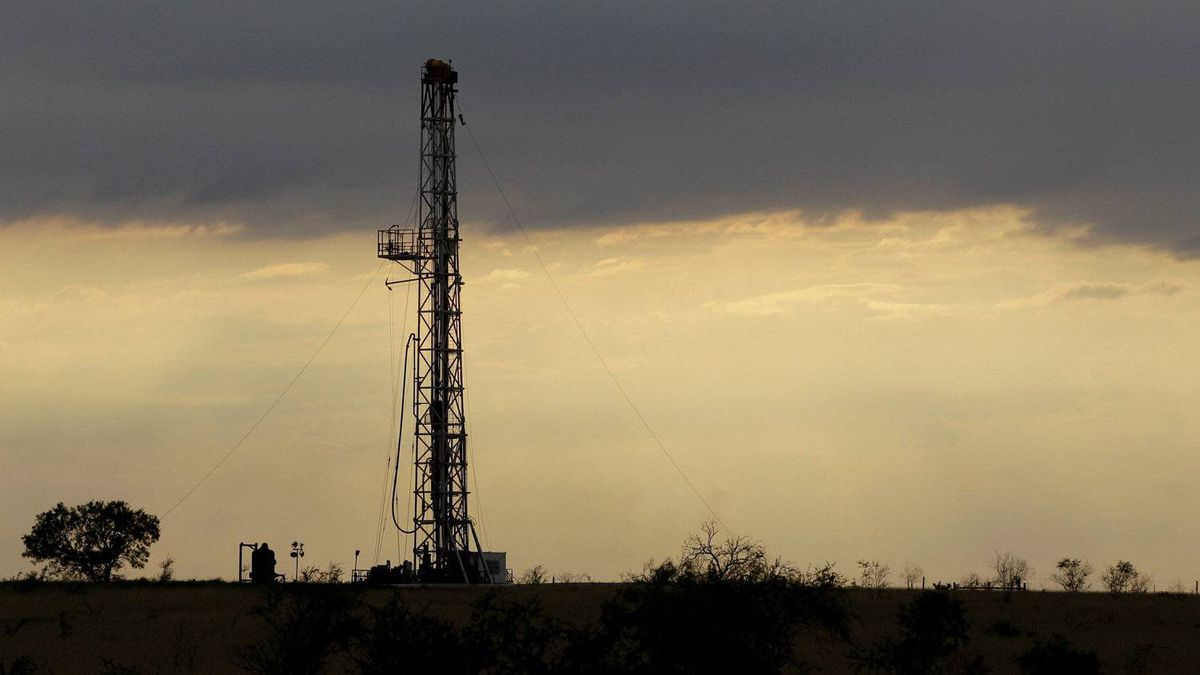 A drilling rig near Kennedy, Tex. Canadian trust funds with assets such as oil rigs in the U.S. or in other foreign jurisdictions are making a comeback as investors are attracted by dividends and no or low taxes.