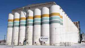 Prime Minister Stephen Harper said on Sunday that the structure of Glencore International PLC's $6.1-billion deal to buy Viterra Inc. should not necessarily be seen as a full foreign takeover.