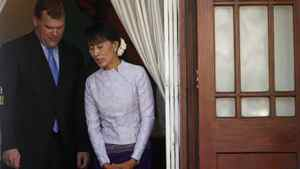 Myanmar's pro-democracy leader Aung San Suu Kyi and Foreign Minister John Baird prepare to talk to reporters after their meeting at Suu Kyi's home in Rangoon on March 8, 2012. Soe Zeya Tun/Reuters