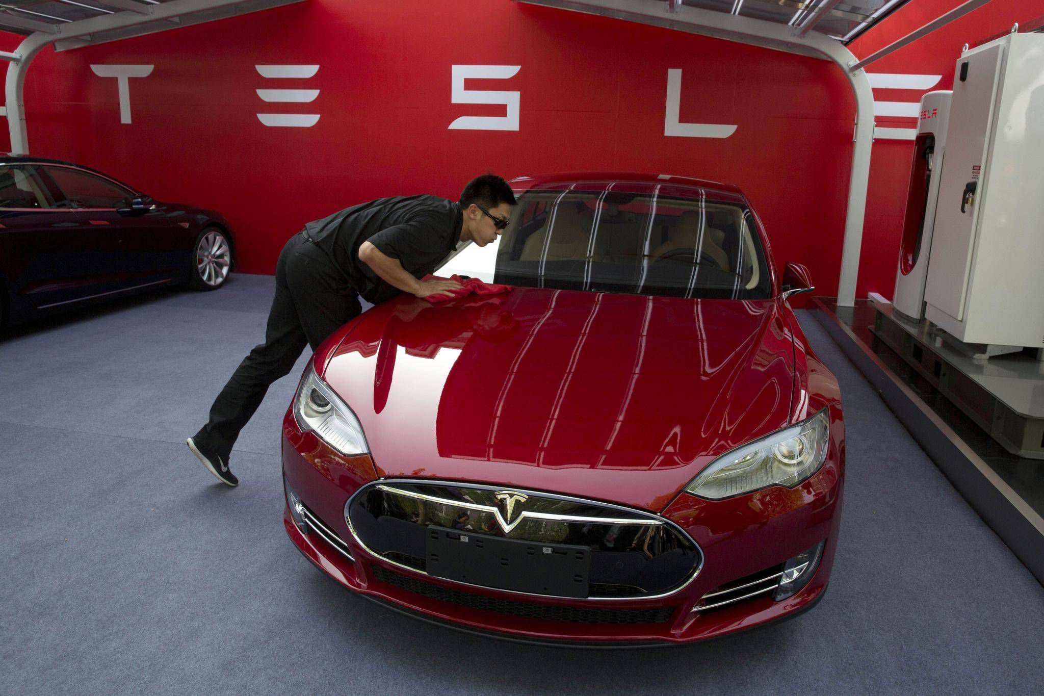 New Book Accelerates The Conversation About Electric Cars