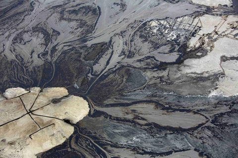 Alberta to rewrite oil sands tailings ponds regulations