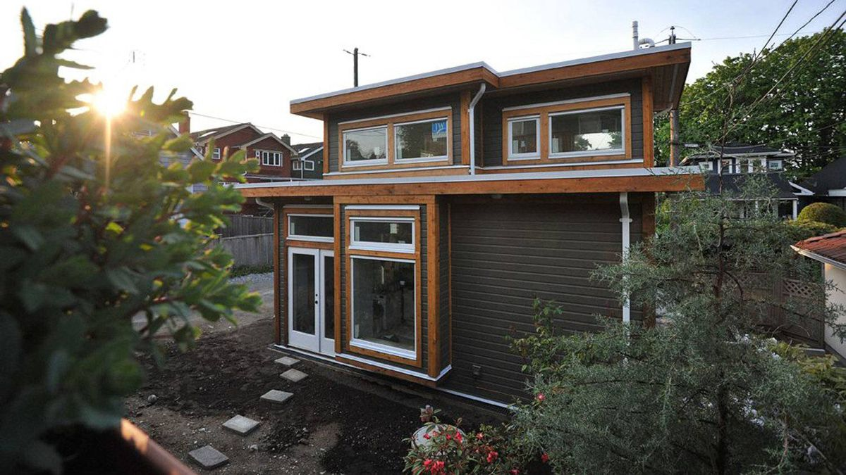 The laneway home of Akua Schatz and Brendon Purdy designed by Vancouver's Smallworks Studios/Laneway Housing Inc. A change to Vancouver's zoning bylaws in 2009 led Brendon and Akua to explore the idea of building in their in-laws back yard.