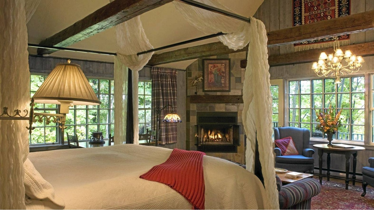 At Manoir Hovey, every room is a unique retreat. Most have a balcony and gas fireplace.