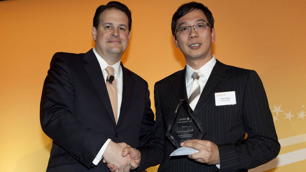 Jim Weber of Thomson Reuters, left, and Chuk Wong , who accepts an award for the Dynamic Far East Value A fund.
