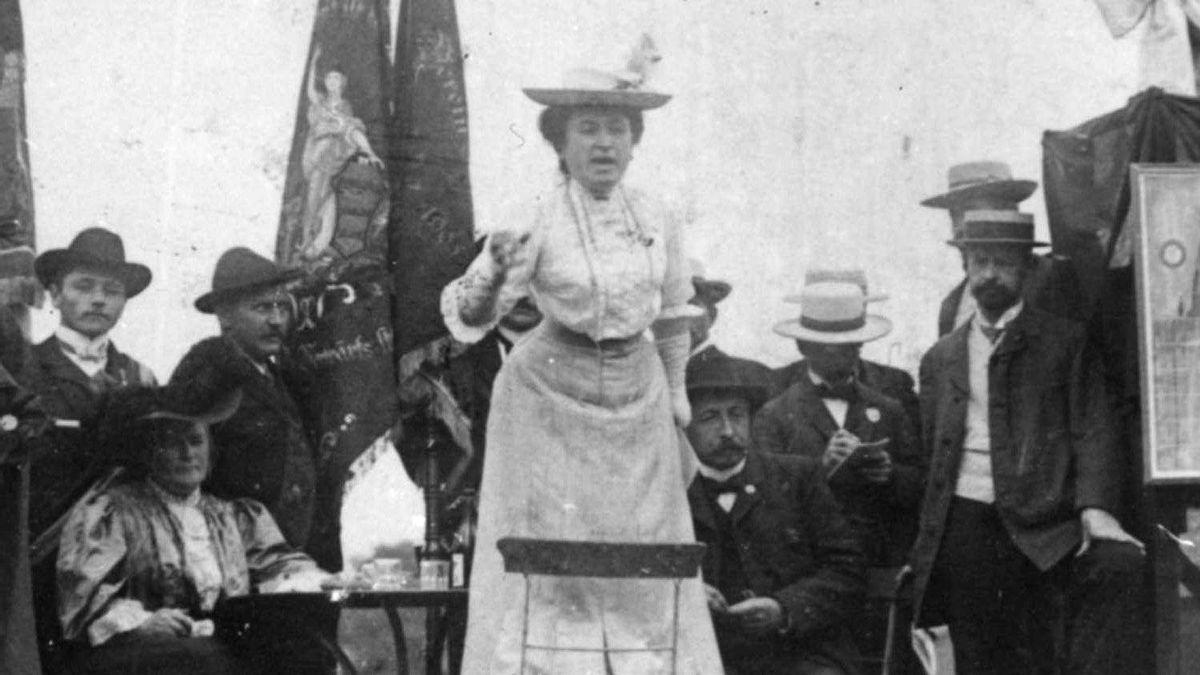 Rosa Luxemburg addressing a crowd in Stuttgart