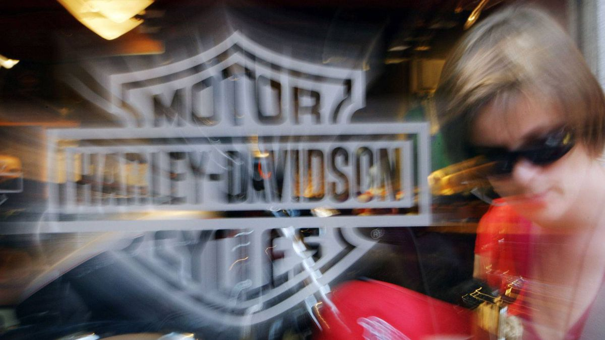 Harley lowered the bottom end of its full-year motorcycle shipment forecast to accommodate a slight supply chain interruption.