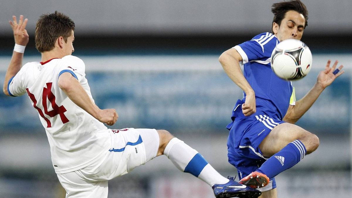 Czech Republic's Vaclav Pilal (L) and Israel's Yossi Benayoun fight for the ball during their international friendly soccer match in Hartberg May 26, 2012. Czech Republic won 2-1. REUTERS/Lisi Niesner