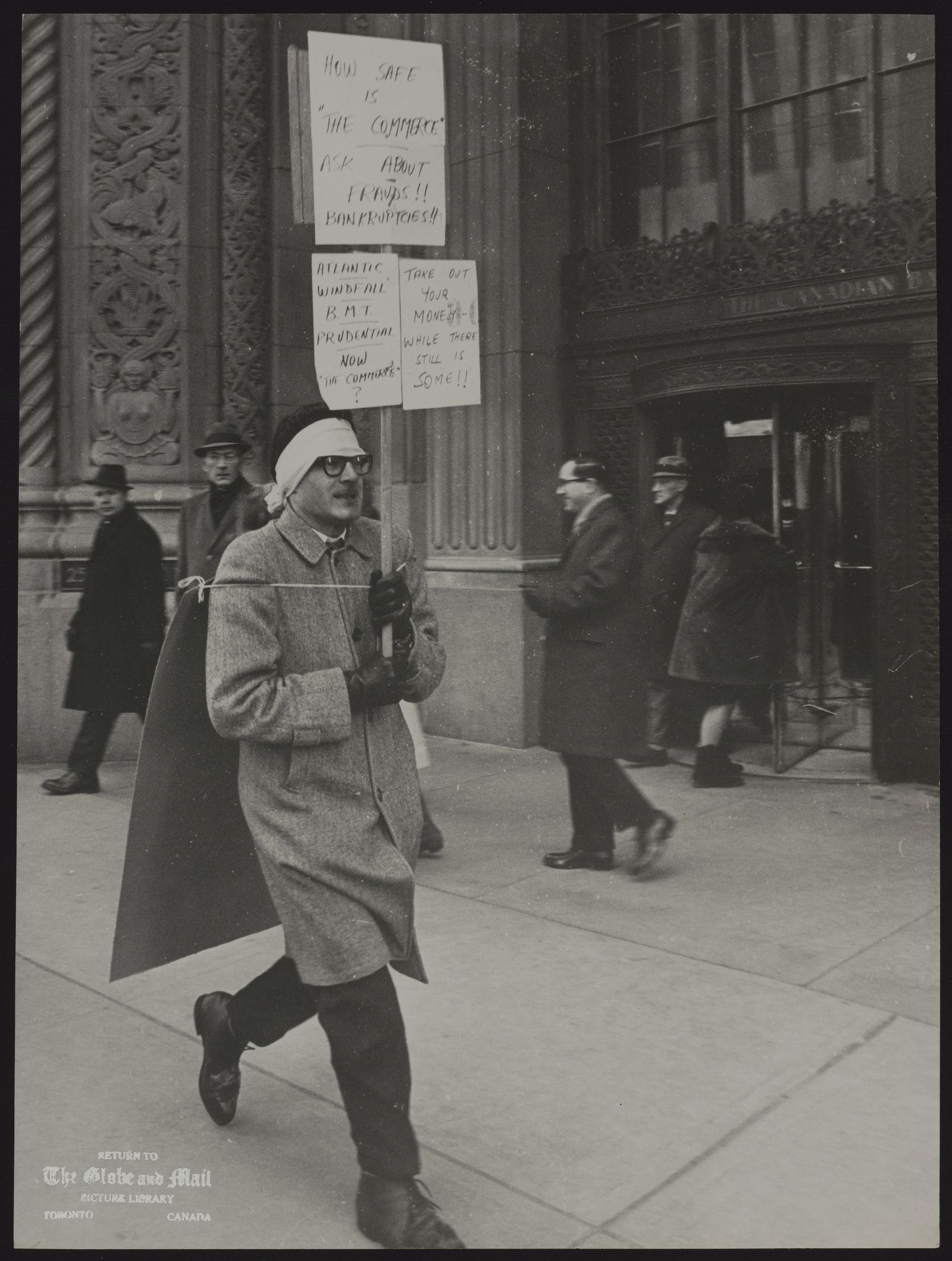 The notes transcribed from the back of this photograph are as follows: Toronto. Accountant [protesting against Bank of Commerce]
