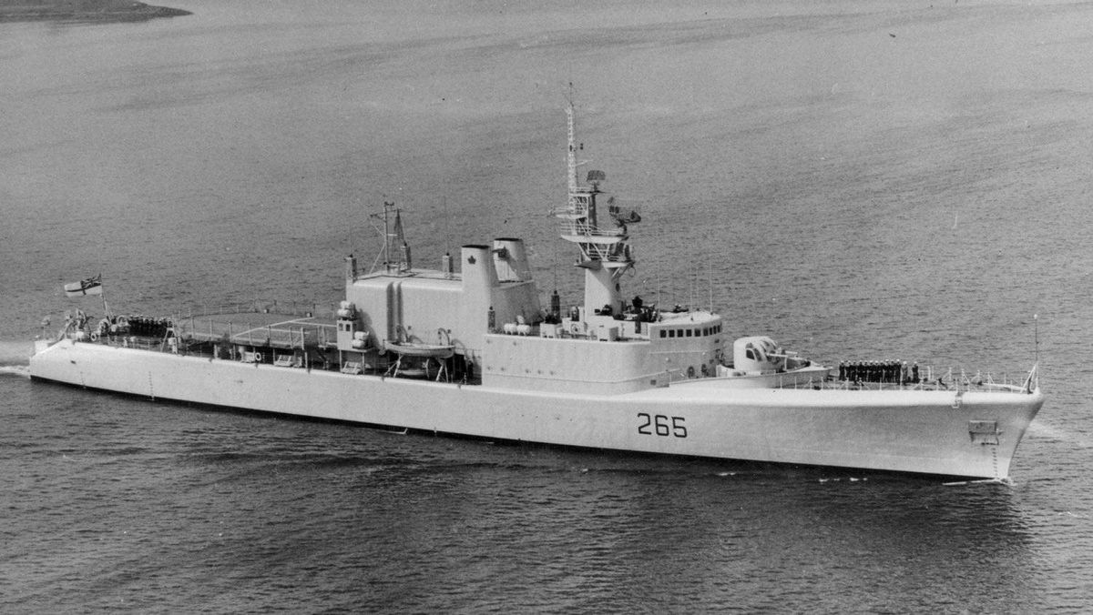 The destroyer HMCS Annapolis will be sunk in Halkett Bay despite the objections of the Save Halkett Bay Campaign.