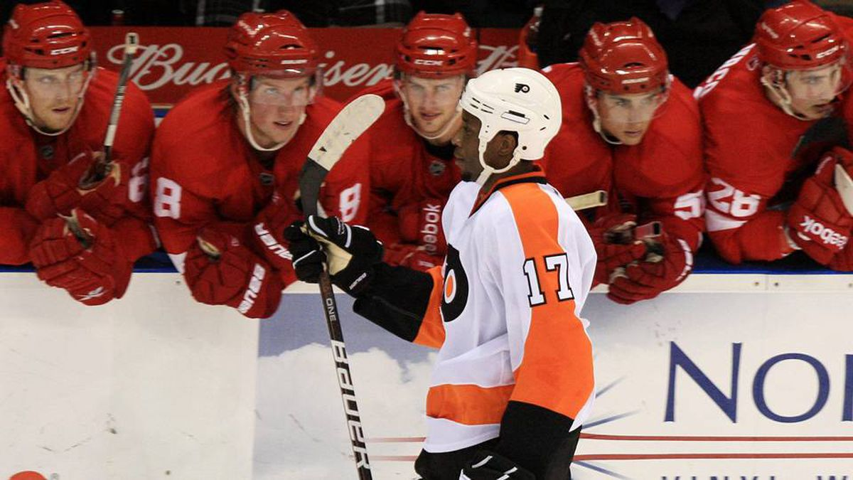 Philadelphia Flyers' Wayne Simmonds heads back to the bench after scoring on Detroit Red Wings goalie Jordan Pearce during the shoot out of pre-season NHL hockey action in London, Ontario, Thursday.