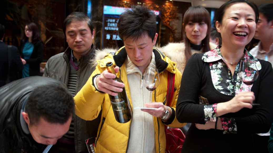 A wine-tasting event attracts aficionados at the Grand Hotel in Beijing.