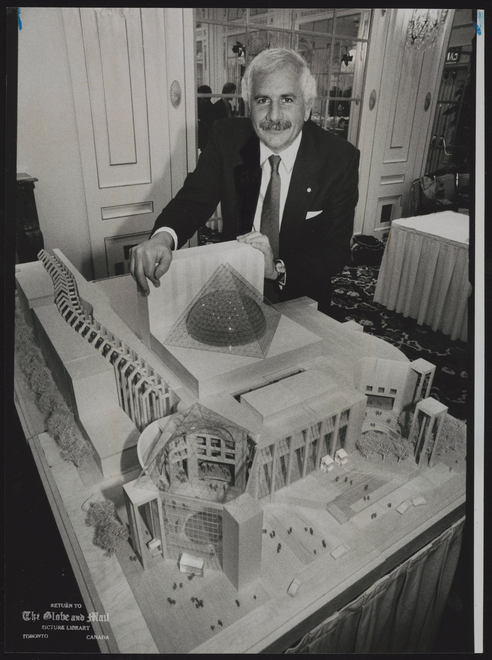 Moshe SAFDIE Montreal. Architect with his winning design for the Ballet opera House