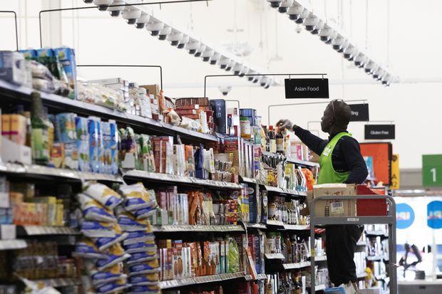 Walmart Canada blames a consumer hibernation for lacklustre first quarter
