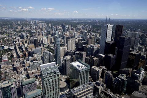 As foreign banks retreat, Canadians retake bond trading share