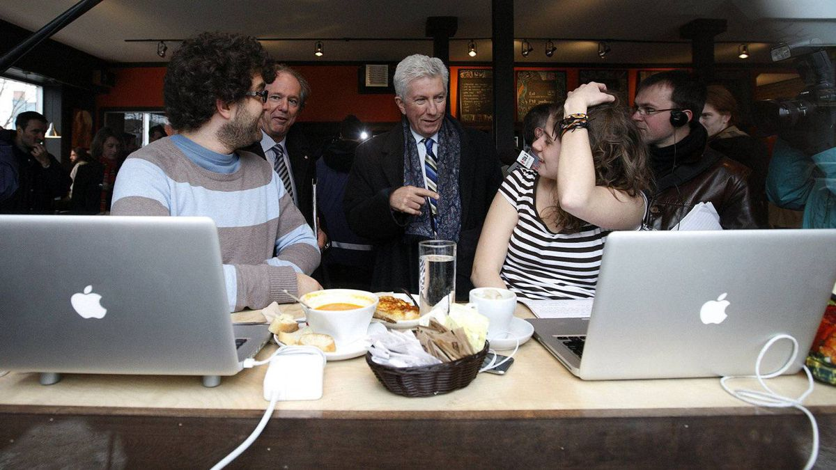 Bloc Quebecois leader Gilles Duceppe (C) speaks with patrons at the Brulerie Limoilou while he campaigns in Quebec City, April 1, 2011. Canadians will go to the polls in a federal election on May 2.