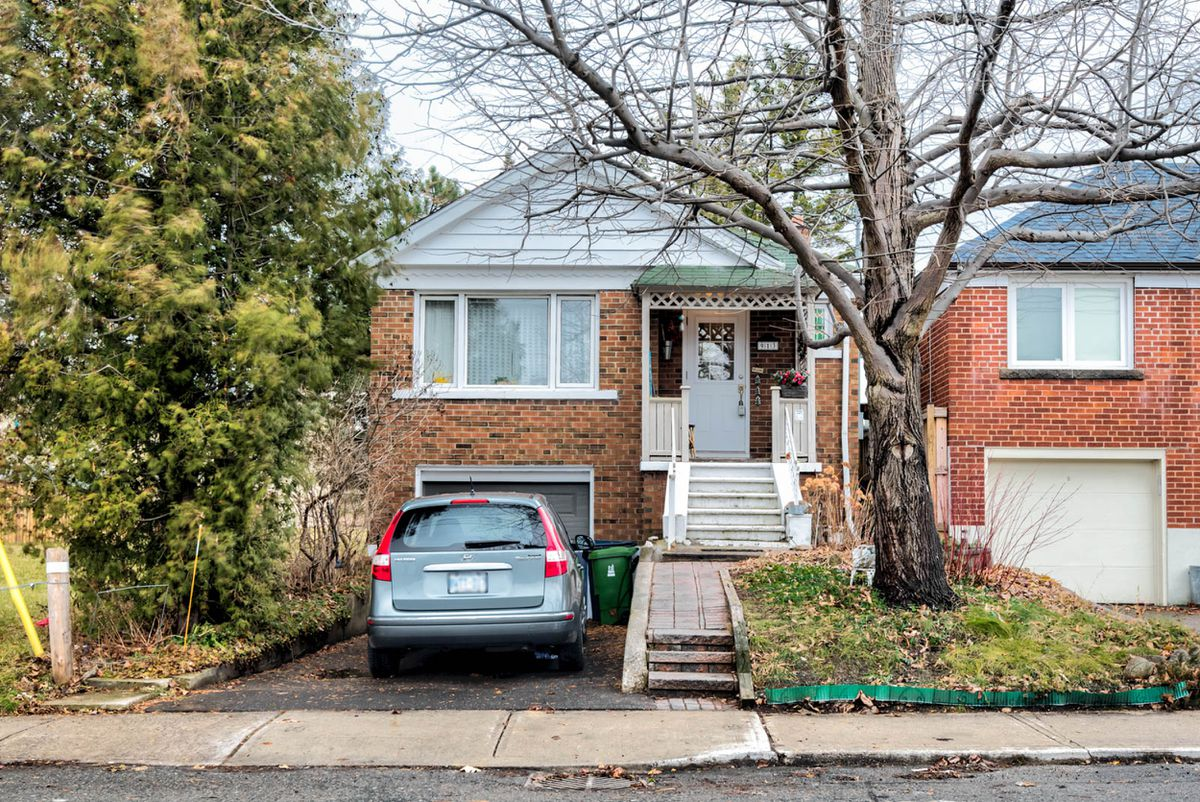 Bungalow draws 40 bids, sells for $267, 100 over asking price