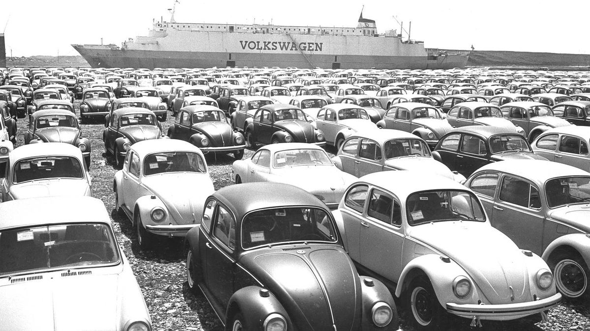 May 1968. Looking like a modern Noah's Ark, the new drive-in, drive-off MS Dyvi Atlantic arrived in Toronto for first time during weekend with 1,070 Volkswagens. The 484-foot-long vessel, one of Volkswagen's charter fleet of more than 60 ships, has seven storage decks connected by ramps. Cars are driven to berths and driven off at destination in a matter of hours through two 'garage' doors in side of vessel. (Volkswagen Beetles) Photo by John Wood / The Globe and Mail Pub. May 14, 1968