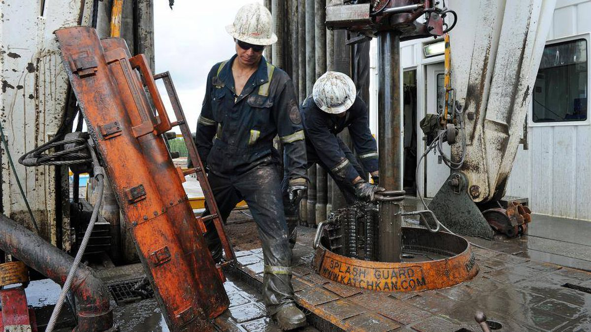 Oil-sands workers operate a rig near Fort McMurray, Alta., in September of 2010.