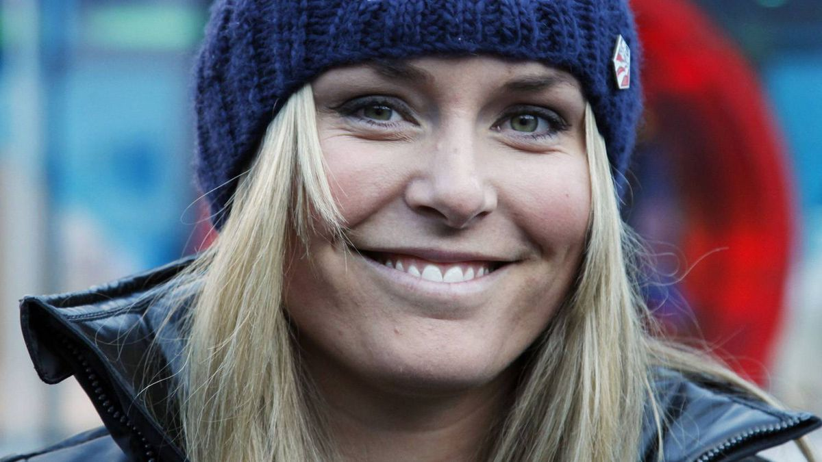 Lindsey Vonn of the U.S. arrives for a news conference in Soelden October 21, 2010. The Alpine Ski World Cup season opens with a women's and a men's Giant Slalom on the Rettenbach glacier in the Tyrolean ski resort of Soelden this weekend. REUTERS/Leonhard Foeger