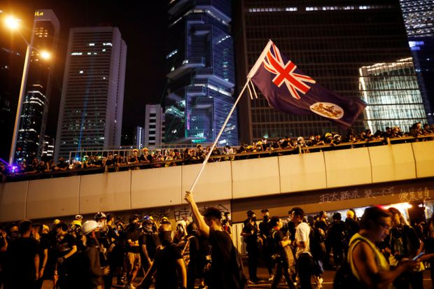 Huge crowds return to Hong Kong streets, in rainy validation of protests