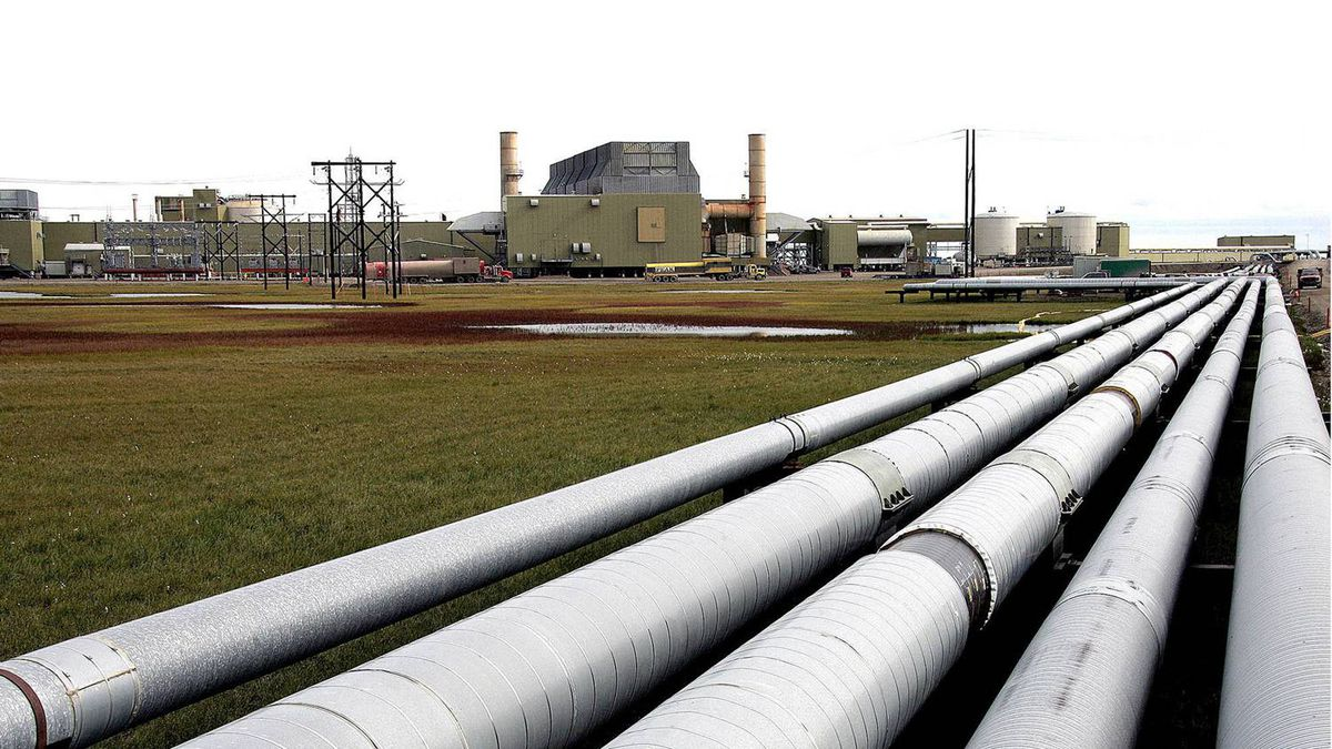 Oil transit and other pipelines run from a BP flow station on the Prudhoe Bay oil field on Alaska's North Slope. The centre pire leaked in 2006 due to corrosion.