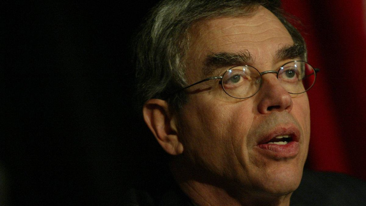 Joe Oliver, President and CEO of the Investments Dealers Association of Canada delivers a speech during the Ontario Securities Commission conference on securities regulation at the Metro Toronto Convention Centre in Toronto on Monday, November 1, 2004.