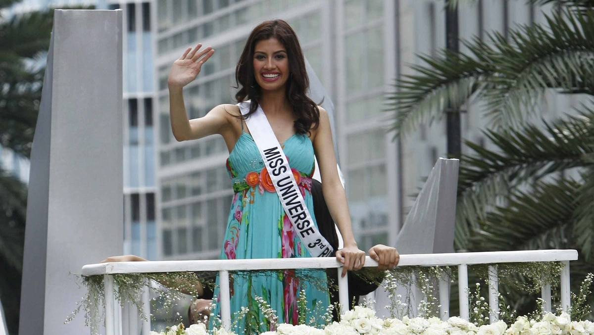 Miss Universe 2011 third runner up, Shamcey Supsup of the Philippines, waves atop of a open vehicle during a parade along a busy street at a financial district of Makati, metro Manila September 19, 2011.