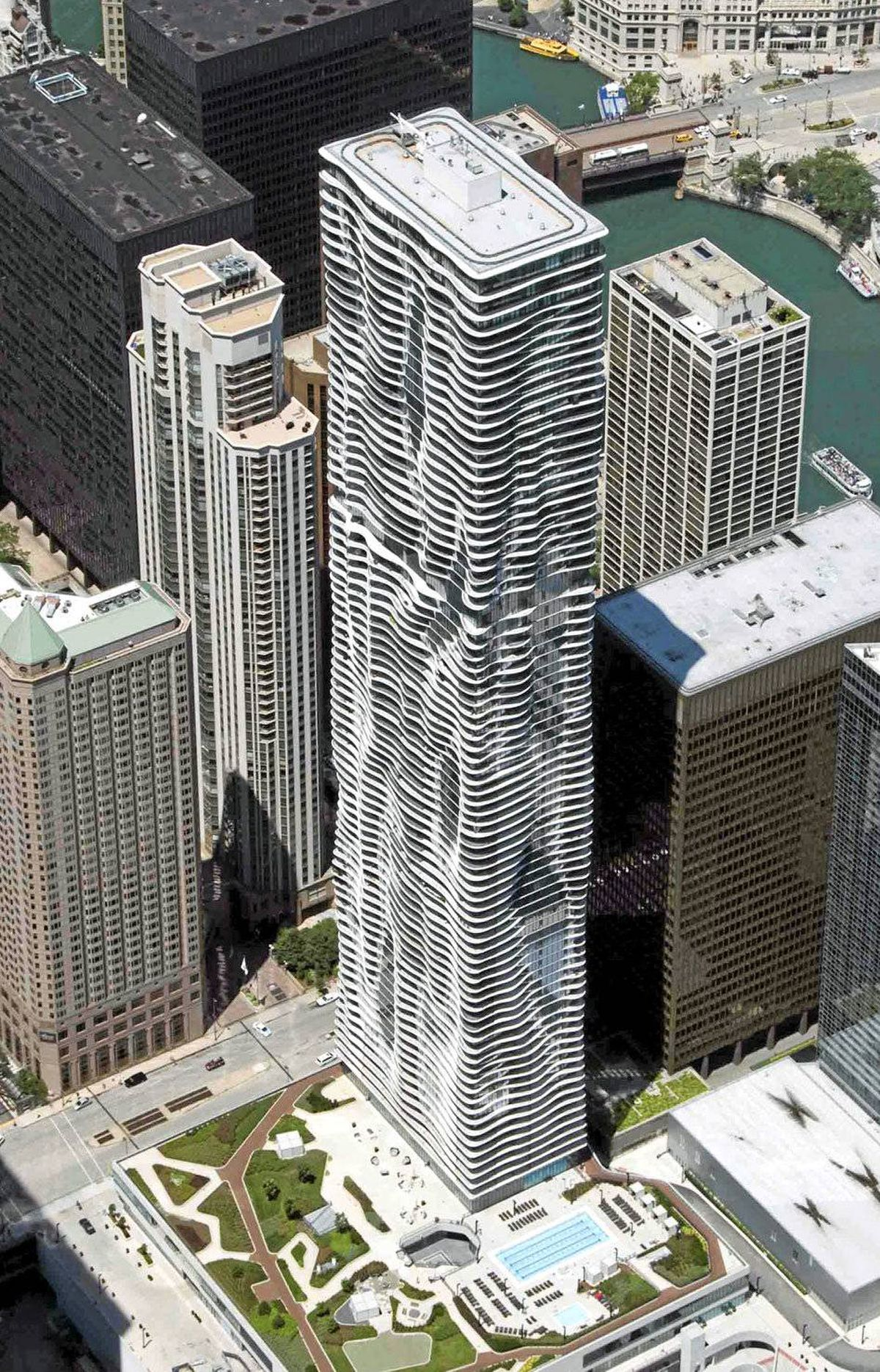 The 82-storey Aqua Tower in Chicago has won rave reviews for its sleek, curvy look, but has come under fire for its environmental downsides: Its uninsulated concrete slab floors sweep seamlessly from Aqua's interiors to its exterior balconies, allowing for heat escape.