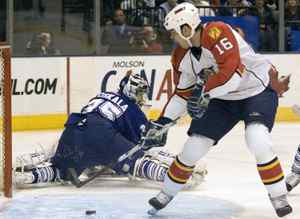 Florida Panthers Nathan Horton misses a wide open net behind sprawling Toronto Maple Leaf goalie Vesa Toskala during first period action of their NHL hockey game in Toronto, January 6, 2009. REUTERS/Fred Thornhill