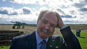Agriculture Minister Gerry Ritz leaves an Ottawa-area farm after announcing legislation to eliminate the Canadian Wheat Board on Oct. 18, 2011.