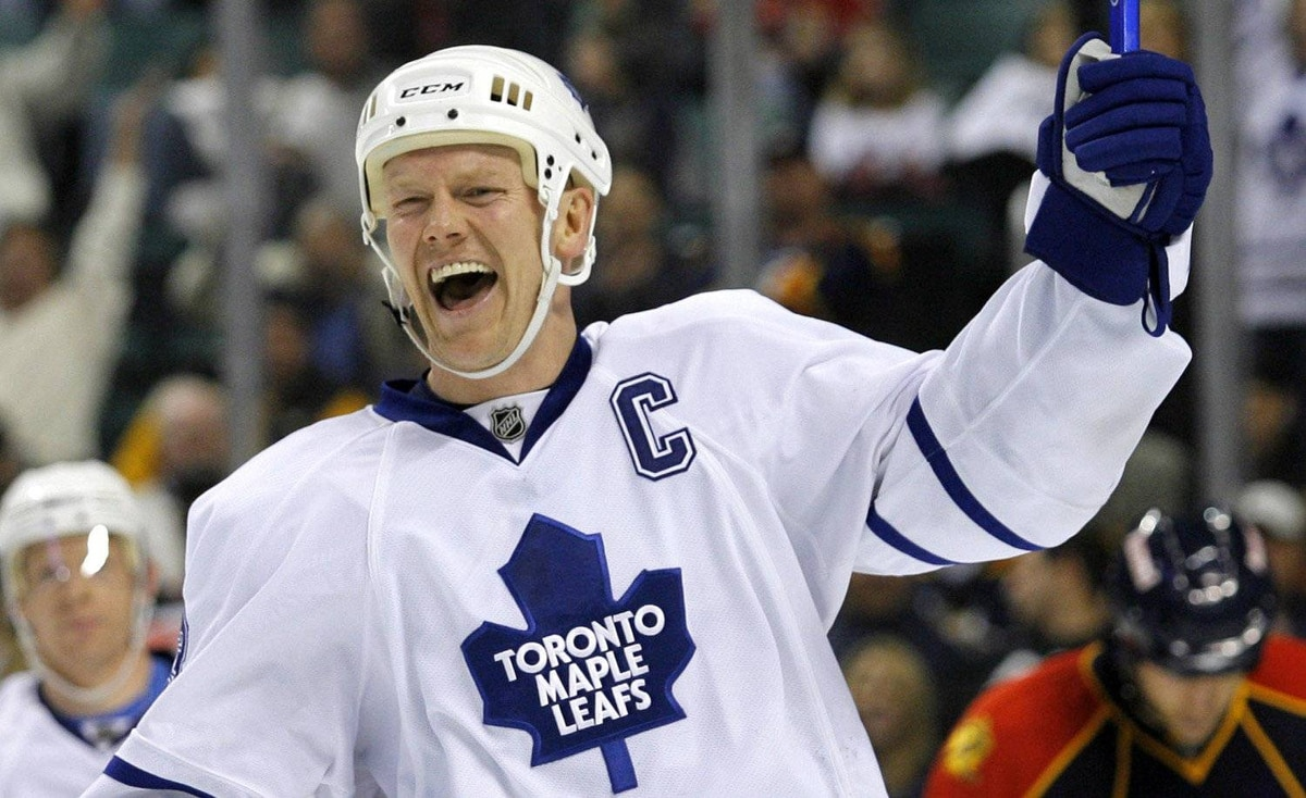 Toronto Maple Leafs Mats Sundin celebrates his first of two goals in the third period against the Florida Panthers in NHL ice hockey action in Sunrise, Florida February 27, 2008.