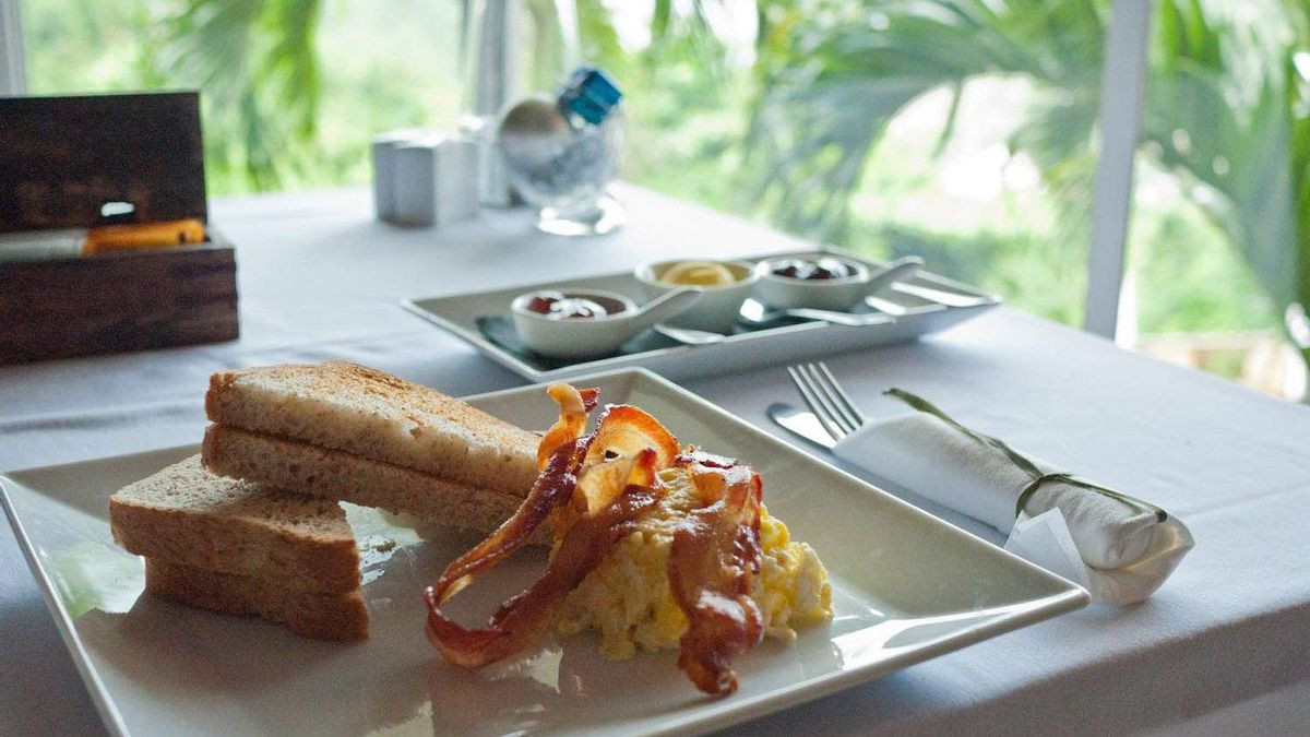 At the Queen's Garden Resort, take your breakfast in the restaurant, on the terrace or by the pool.