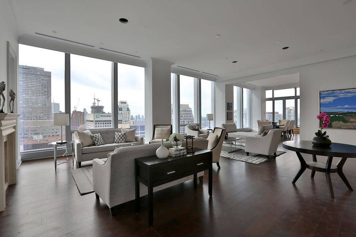 Home of the week a swanky suite at the four seasons the for Hotel design 77
