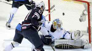 USA's Max Pacioretty, center, no. 67, scores past Finland's goalie Kari Lehtonen during their Ice Hockey World Championship match in Helsinki, Finland, Sunday May 13, 2012. (AP Photo/Lehtikuva, Vesa Moilanen)