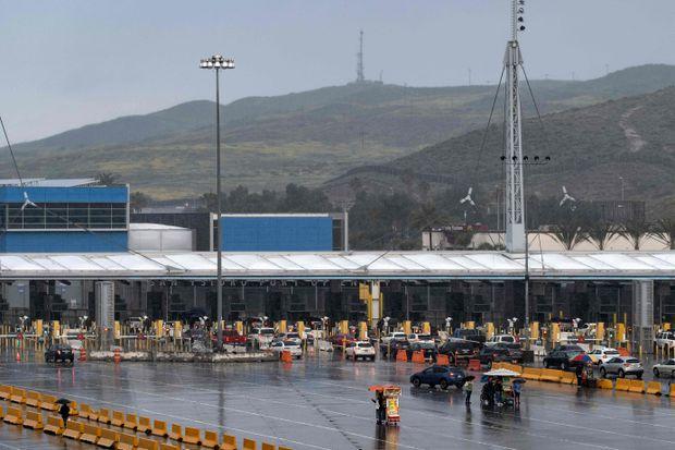 USA closing Mexico border to non-essential travel